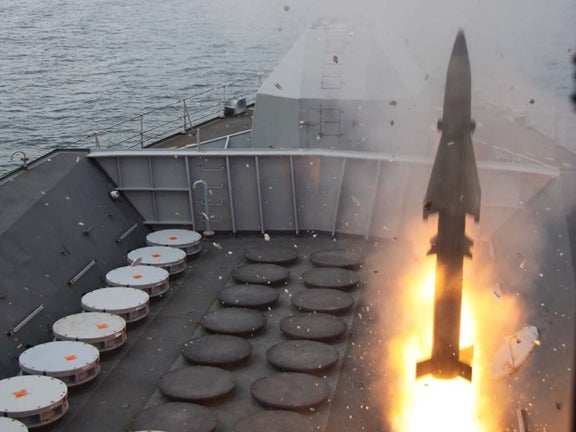 HMS Richmond launches Seawolf missile