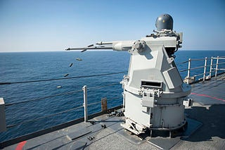 Mk_38_MOD_2_25mm_machine_gunMk_38_MOD_2_25mm_machine_gun_USS_Pearl_Harbor_(LSD_52)